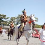葵祭路頭の儀、舞装束の乗尻(賀茂競馬会を競っていた騎馬隊)が祭の主人公である勅使列を先導する